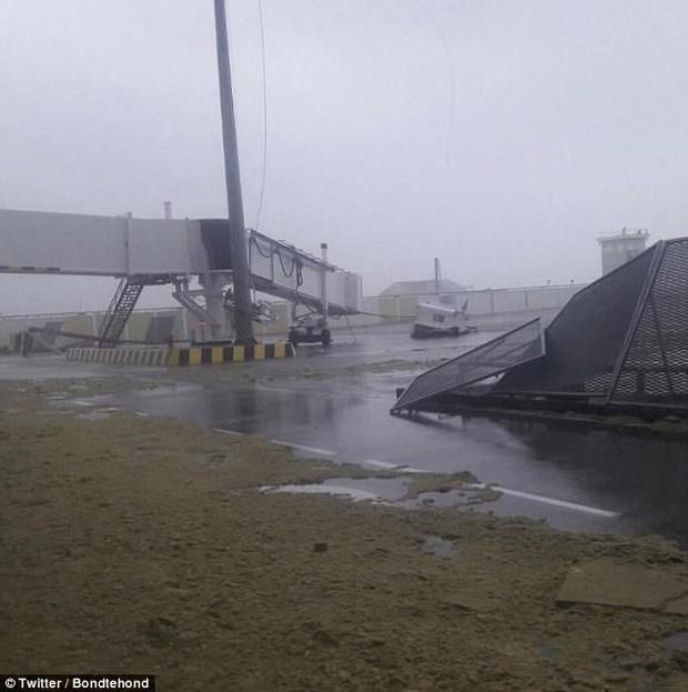 Sân bay quốc tế nổi tiếng thế giới tan hoang không nhận ra sau siêu bão Irma - Ảnh 1.