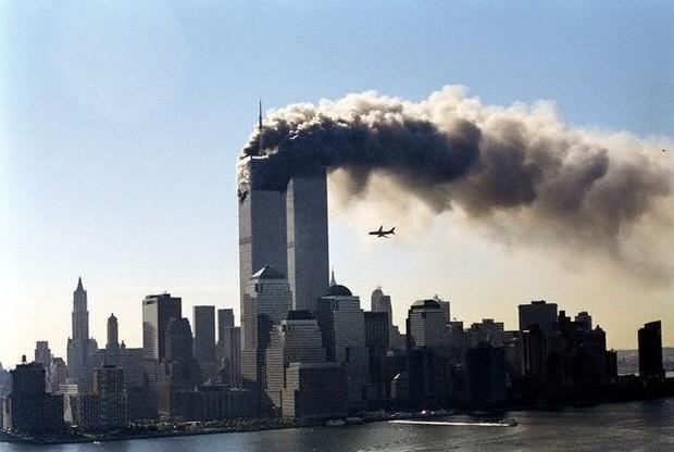 Câu chuyện 13 năm đi tìm lời giải về tấm ảnh cưới bí ẩn ở hiện trường vụ khủng bố 11/9 - Ảnh 1.