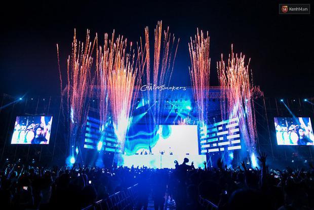 The Chainsmokers khiến khán giả Việt Nam vỡ òa với màn biểu diễn đầy nhiệt huyết suốt 2 tiếng - Ảnh 3.
