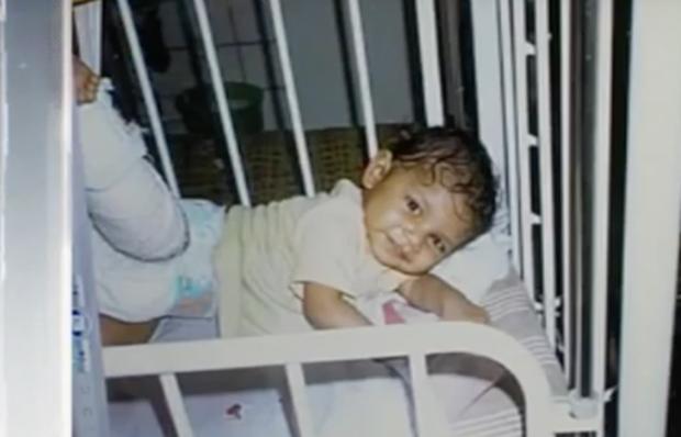 Lột xác sau 10 năm bị bỏ rơi, cô bé để mẹ đẻ bỏ con nhận cái kết xứng đáng - Ảnh 2.