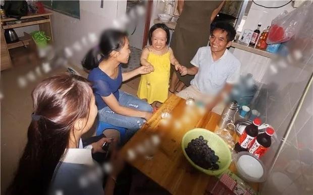 Gia đình phản đối, người đàn ông vẫn quyết lấy cô vợ nhìn như trẻ lên 3 nhưng thách thức chưa dừng ở đó - Ảnh 2.