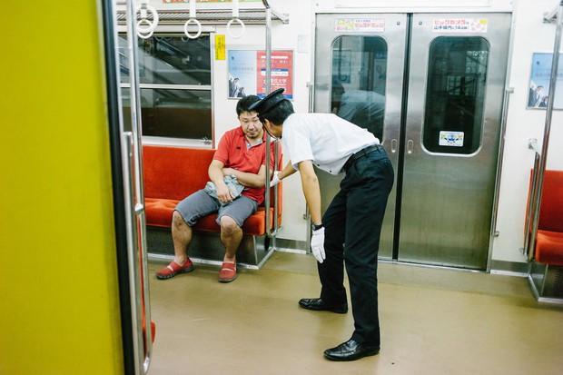 Những gã say xỉn từ ga tàu cho đến đường phố: Nét văn hóa tiệc tùng của giới công sở Nhật Bản - Ảnh 18.