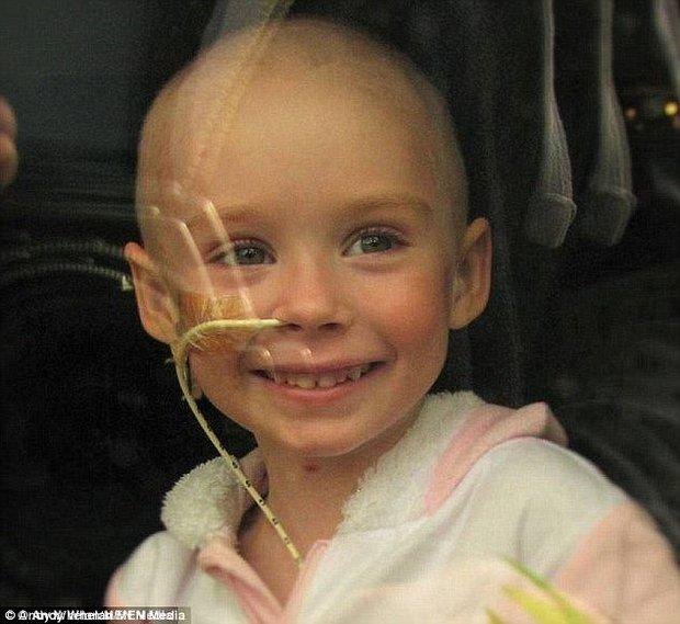 Căn bệnh ung thư mang con gái ra đi mãi mãi, người cha nín lặng làm một điều khiến ai cũng rưng rưng nước mắt - Ảnh 2.