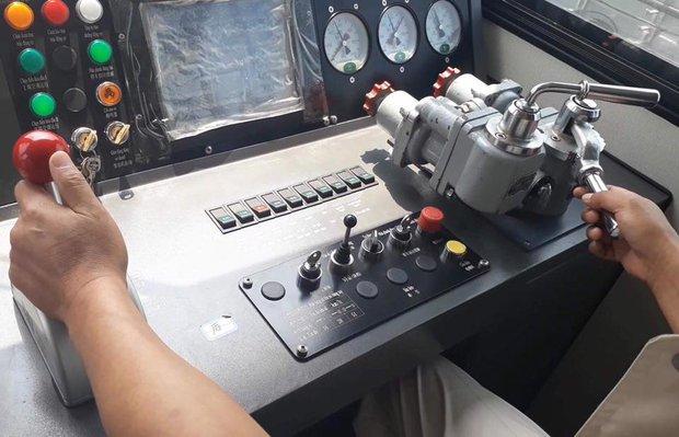 Chùm ảnh: Chạy thử nghiệm tàu công trình dự án tuyến đường sắt Cát Linh - Hà Đông - Ảnh 6.