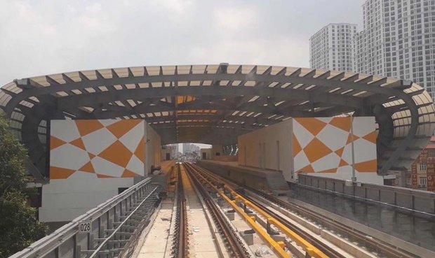 Chùm ảnh: Chạy thử nghiệm tàu công trình dự án tuyến đường sắt Cát Linh - Hà Đông - Ảnh 10.