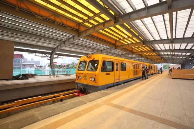 Chùm ảnh: Chạy thử nghiệm tàu công trình dự án tuyến đường sắt Cát Linh - Hà Đông - Ảnh 1.
