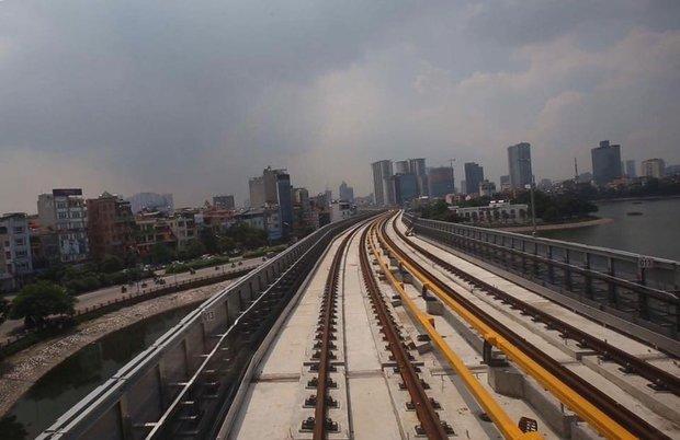Chùm ảnh: Chạy thử nghiệm tàu công trình dự án tuyến đường sắt Cát Linh - Hà Đông - Ảnh 4.