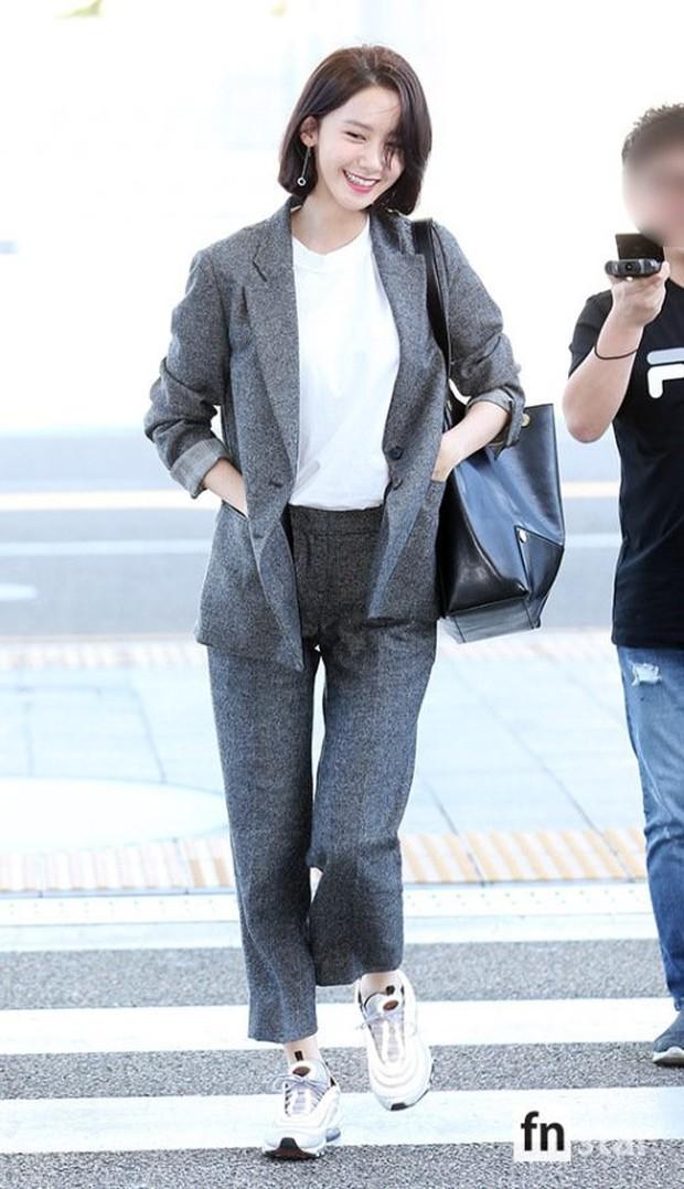 Có ai như Yoona và Lee Dong Wook, đi sân bay thôi cũng lung linh chẳng kém chụp hình tạp chí - Ảnh 2.