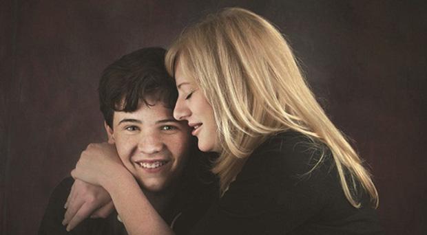 Ngưỡng mộ cách người mẹ nuôi dạy cậu con trai tự kỷ trở thành thần đồng vật lý - Ảnh 2.