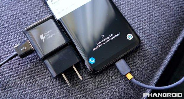 Đây mới thực sự là lý do bạn không nên cắm sạc smartphone cả đêm - Ảnh 2.