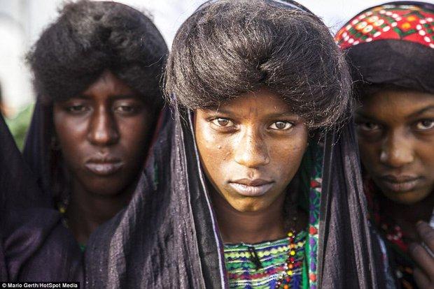 Lễ hội cướp vợ, đổi chồng của bộ tộc tây Phi - Ảnh 3.