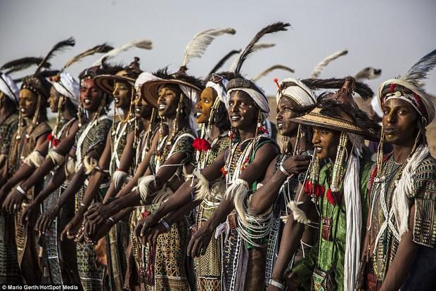 Lễ hội cướp vợ, đổi chồng của bộ tộc tây Phi - Ảnh 5.