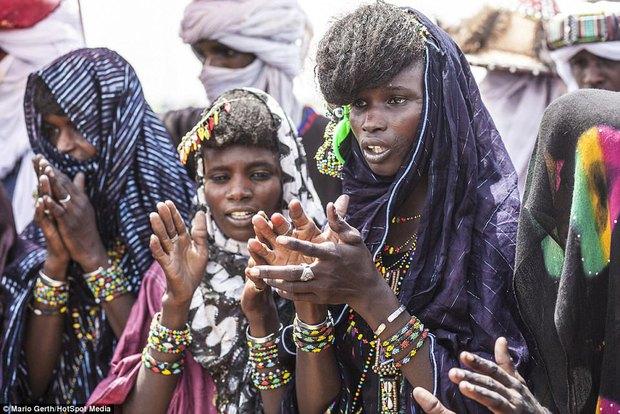 Lễ hội cướp vợ, đổi chồng của bộ tộc tây Phi - Ảnh 8.