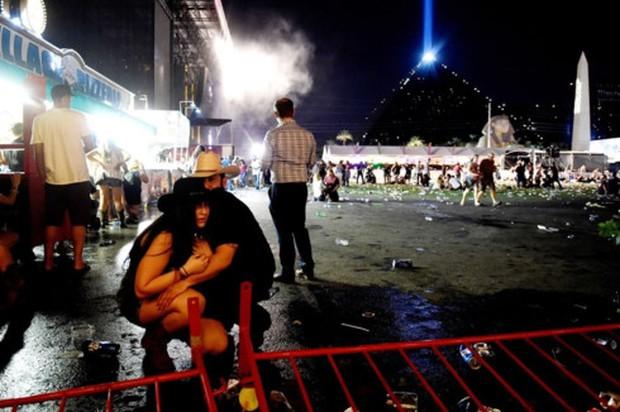 """Nhân chứng vụ xả súng ở Las Vegas kể về """"cơn ác mộng tồi tệ nhất đời"""" - Ảnh 1."""