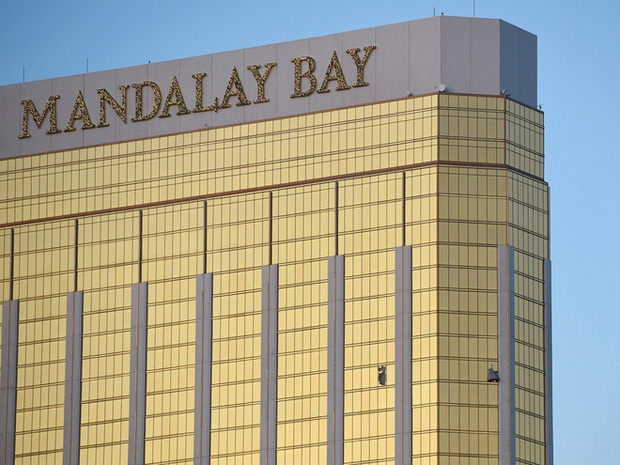 Chuông báo cháy tố cáo vị trí của tay súng đang lẩn trốn giữa 3.309 căn phòng khách sạn - Ảnh 1.