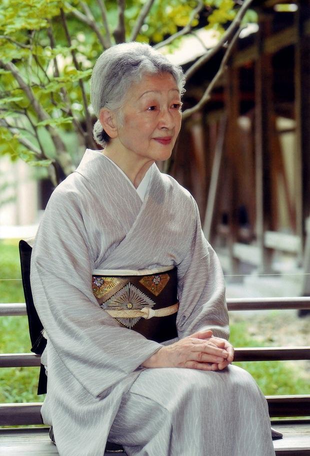 Chuyện làm dâu trong muôn trùng hà khắc của Hoàng hậu có xuất thân thường dân đầu tiên của Nhật Bản - Ảnh 1.