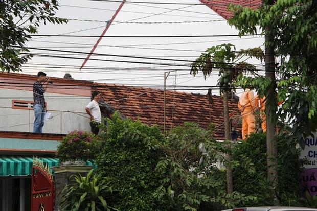 Hoảng hốt phát hiện thi thể trên mái nhà - Ảnh 2.