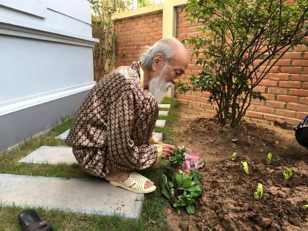 Khoảnh khắc bình dị của thầy Văn Như Cương qua những bức ảnh của cô giáo Văn Thùy Dương - Ảnh 7.