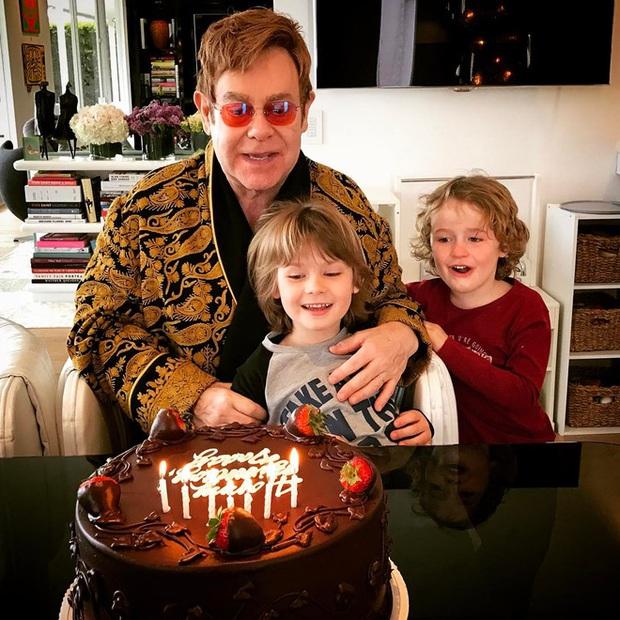 Học Elton John quy tắc ba lọ tiền xu để dạy con biết giá trị của tiền bạc ngay từ bé - Ảnh 1.
