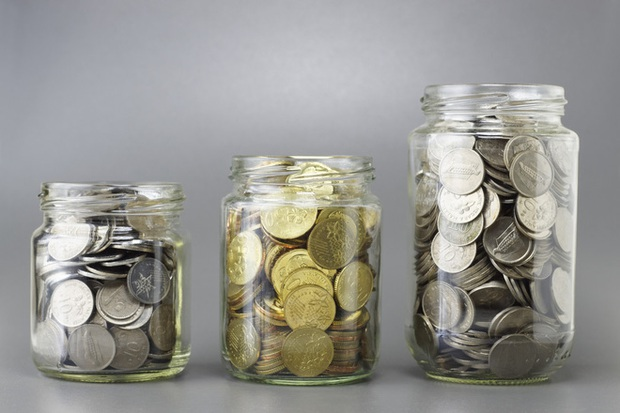 Học Elton John quy tắc ba lọ tiền xu để dạy con biết giá trị của tiền bạc ngay từ bé - Ảnh 2.