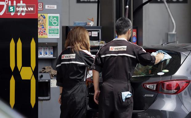 Ở quê hương, công ty Nhật mở trạm xăng tại Việt Nam có tận tay lau kính cho khách? - Ảnh 1.