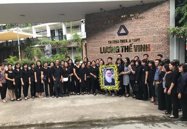 Hàng nghìn học sinh Lương Thế Vinh đứng hai bên đường tiễn đưa đoàn xe chở linh cữu thầy Văn Như Cương về nơi an nghỉ cuối cùng - Ảnh 45.