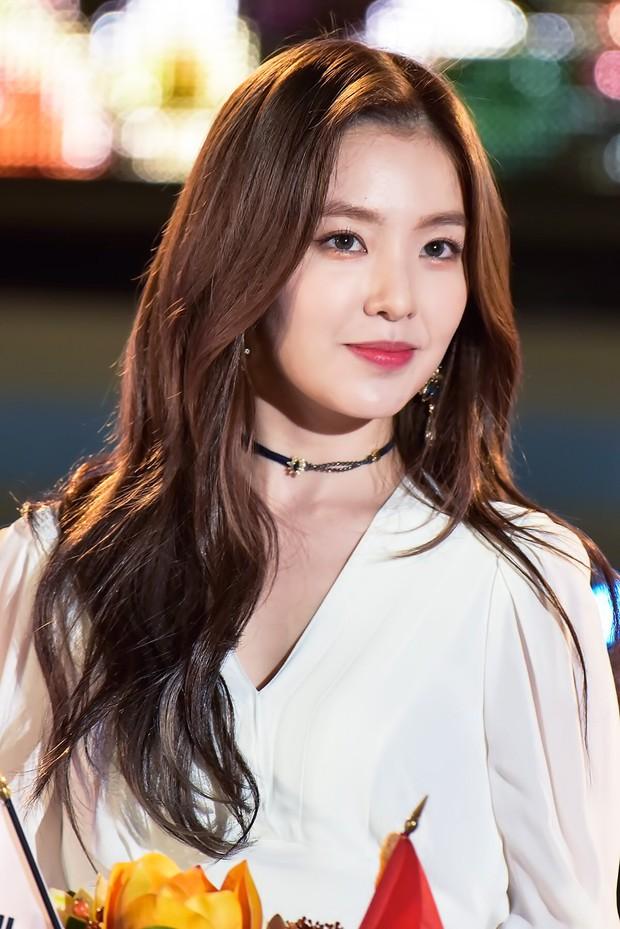 Rapper San E nhận gạch đá vì liên tục quấy rối nữ thần trong sáng Irene (Red Velvet) trên sân khấu lớn - Ảnh 4.