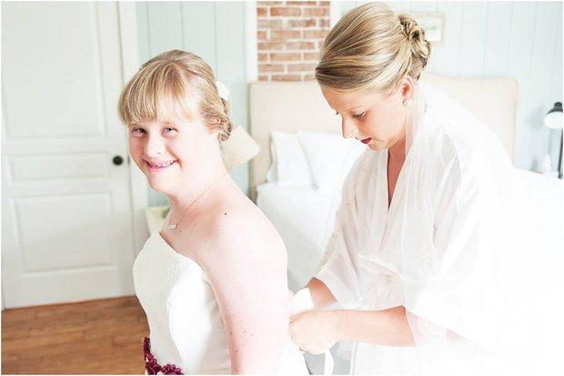 """Cầu hôn và trao lời thề nguyện với cả hai chị em gái, đám cưới """"tay ba"""" này đã làm cho quan khách xúc động rơi lệ - Ảnh 5."""