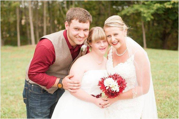 """Cầu hôn và trao lời thề nguyện với cả hai chị em gái, đám cưới """"tay ba"""" này đã làm cho quan khách xúc động rơi lệ - Ảnh 10."""