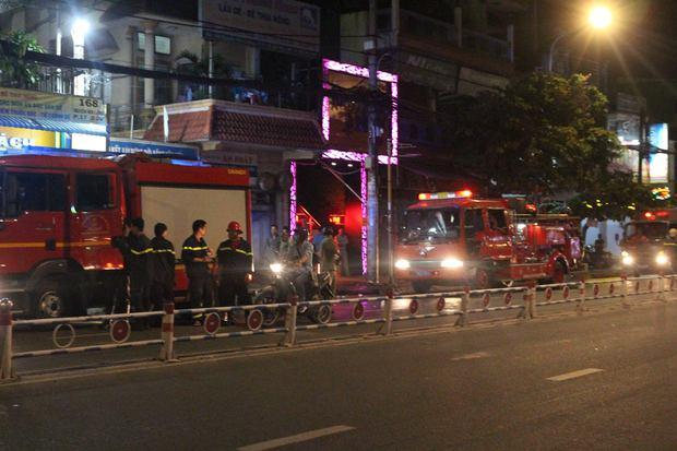 TP.HCM: Cháy nhà trong hẻm, dân ở phố nhậu hỗn loạn tháo chạy thục mạng - Ảnh 2.