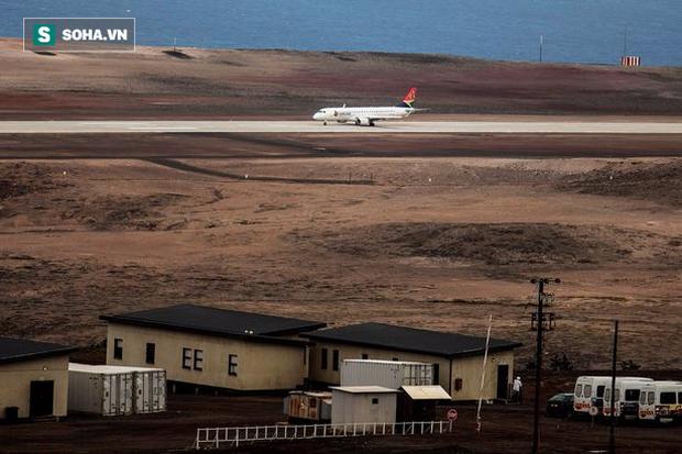 """Sân bay """"vô dụng nhất thế giới"""" cuối cùng cũng có chuyến bay thương mại đầu tiên - Ảnh 1."""
