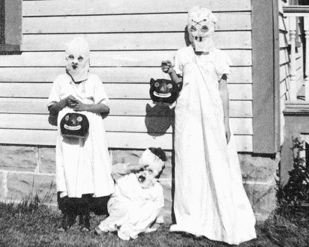 Những bộ hóa trang ám ảnh đến rùng rợn: Halloween ngày xưa kinh dị hơn giờ gấp nhiều lần - Ảnh 1.