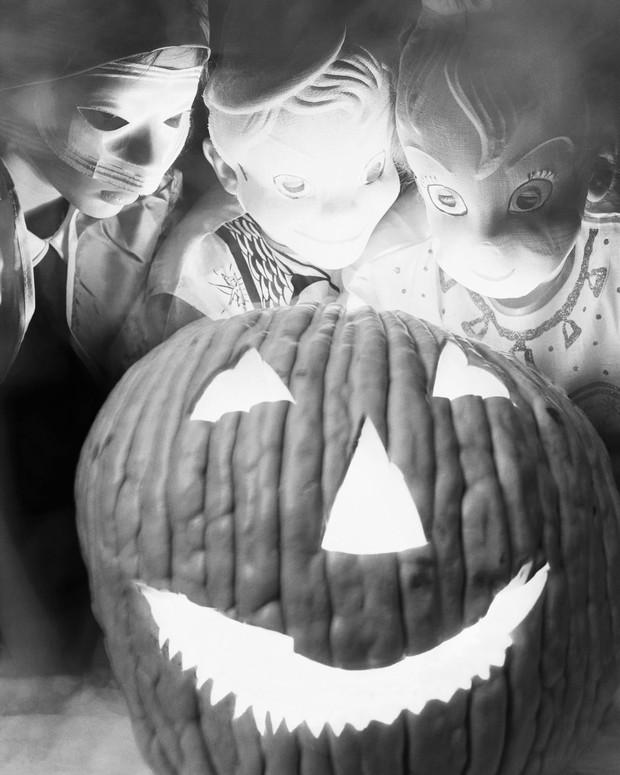 Những bộ hóa trang ám ảnh đến rùng rợn: Halloween ngày xưa kinh dị hơn giờ gấp nhiều lần - Ảnh 2.