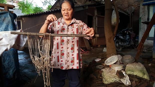 """Chuyện người phụ nữ gần 50 năm """"cướp cơm Hà Bá"""" - Ảnh 1."""