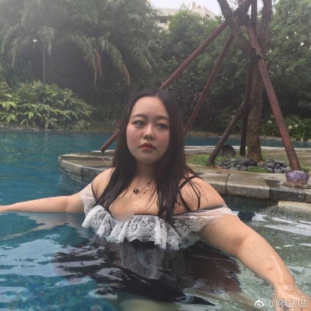 Bị tẩy chay vì lộ thân hình xồ xề bên bể bơi, hot girl giảm cân và quay trở lại với diện mạo như mơ - Ảnh 1.