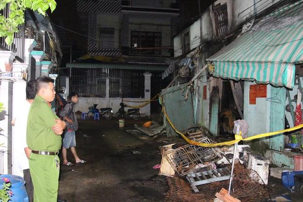 Cháy lớn ở Sài Gòn, bà và cháu gái 3 tuổi tử vong, ít nhất 4 người khác bị thương nặng - Ảnh 4.