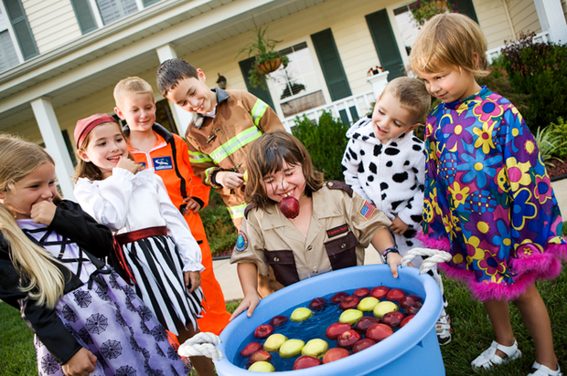 13 trò chơi Halloween kỳ cục, hài hước, ma mị dành cho cả gia đình trong ngày lễ hội ma quỷ 31/10 - Ảnh 2.