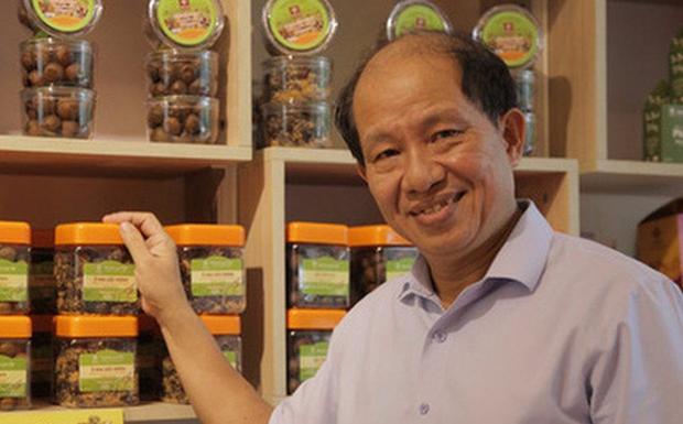 Cũng gắn tên mình vào tên thương hiệu rồi gặp scandal, nhưng ông chủ Ô mai Hồng Lam quyết không đổ tội cho nhân viên hay thằng đánh máy - Ảnh 1.