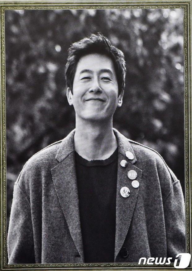 Bộ phim không ai dám xem lại của Kim Joo Hyuk: 2 diễn viên chính và ca sĩ hát nhạc phim đều chết trẻ - Ảnh 1.