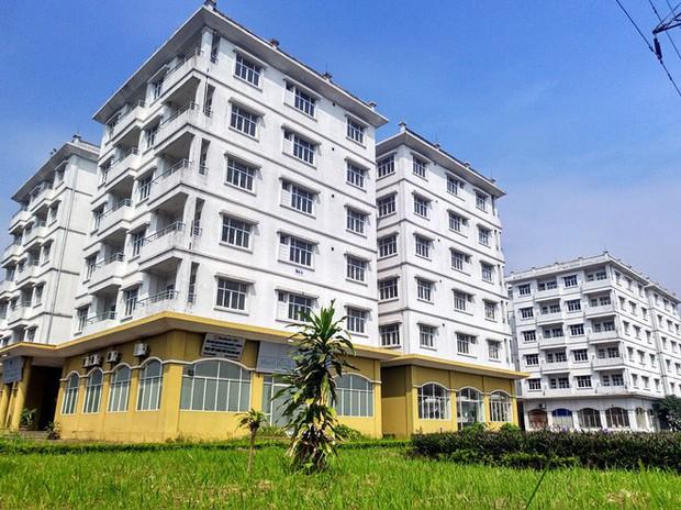 Hà Nội: Nhiều chung cư bỏ hoang cả chục năm khiến người dân nuối tiếc - Ảnh 1.