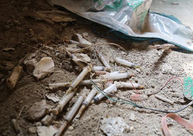 Hà Nội: Biệt thự triệu đô biến thành nơi chích ma túy, kim tiêm vứt thành đống - Ảnh 2.