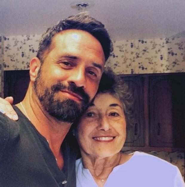 Thương mẹ 20 năm chăm sóc chồng bệnh tật, cậu con trai hiếu thảo đã báo hiếu bằng một chuyến phiêu lưu thú vị - Ảnh 2.