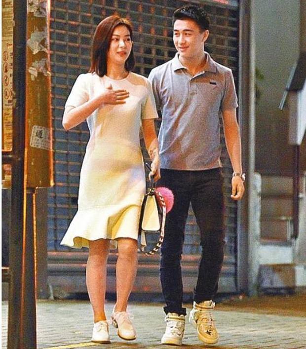 Cặp đôi hot nhất Cbiz hôm nay: Siêu mẫu Victorias Secret được con trai Vua casino Macau tỏ tình lãng mạn - Ảnh 3.
