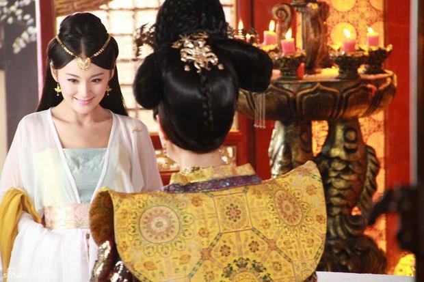Nàng phi xảo trá có làn da tỏa hương hoa, bị Hoàng đế ép làm chiến lợi phẩm cho bao người chiêm ngưỡng - Ảnh 2.