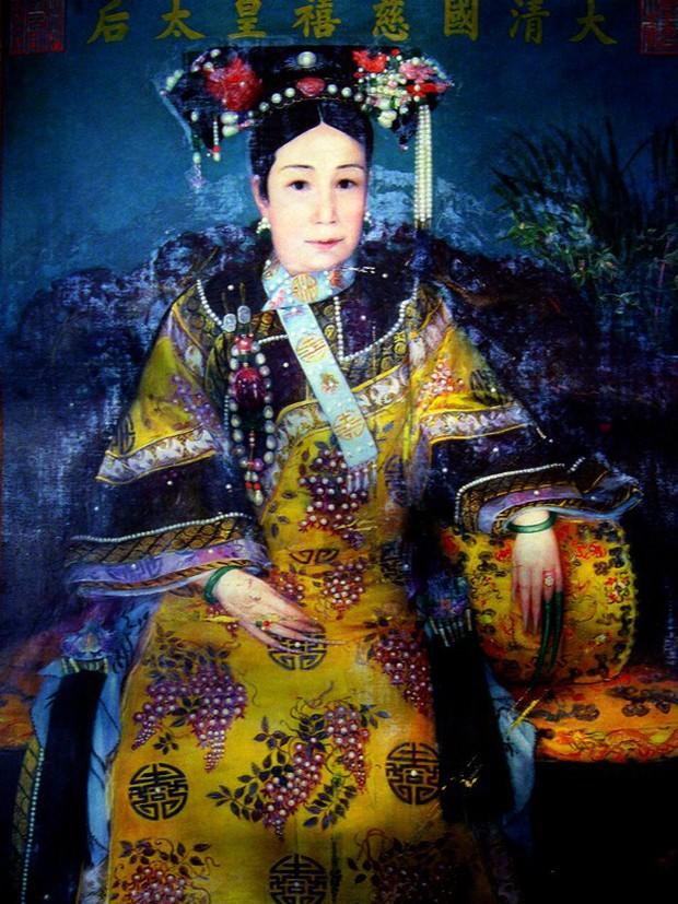 Chuyện ăn của Từ Hy Thái hậu: Mỗi ngày 300 sơn hào hải vị cầu kỳ, dùng bữa một mình, hơn trăm người phục vụ - Ảnh 2.