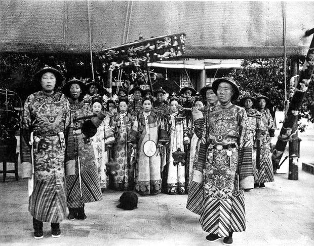 Chuyện ăn của Từ Hy Thái hậu: Mỗi ngày 300 sơn hào hải vị cầu kỳ, dùng bữa một mình, hơn trăm người phục vụ - Ảnh 8.