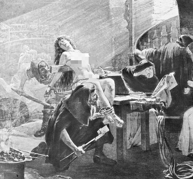 Những hình phạt tàn nhẫn dành riêng cho phụ nữ ở thời Trung Cổ khiến nhiều người run sợ - Ảnh 9.