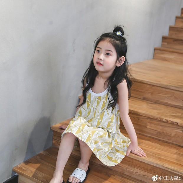Tiểu tiên nữ có vẻ đẹp giống hệt Trương Bá Chi được dự đoán sẽ trở thành hot girl tương lai - Ảnh 2.