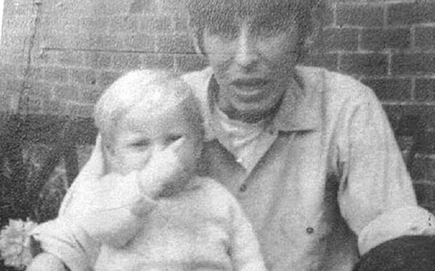 Nhờ bức ảnh cách đây 50 năm được đăng trên mạng xã hội, tội ác của tên sát nhân đã được phơi bày - Ảnh 2.