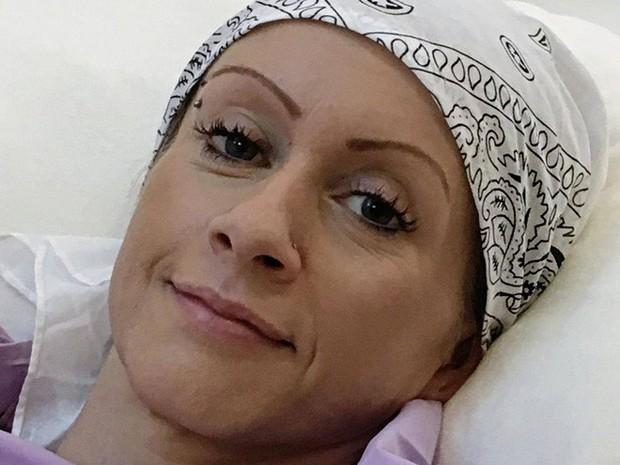 Người mẹ 2 con này có lẽ đã chết vì ung thư, nếu không được vợ sau của chồng giúp đỡ - Ảnh 1.